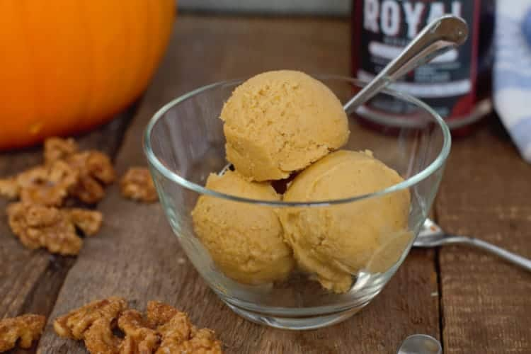 maple pumpkin ice cream in a glass bowl